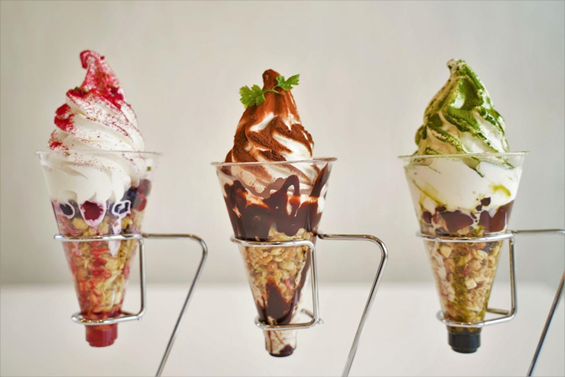 「つながるソフトクリーム」左からストロベリー、ショコラ、抹茶の全3種類1個600円(税別)にて販売スタート予定!